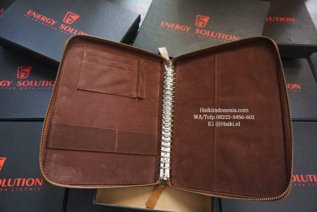 barang souvenir promosi perusahaan binder kulit