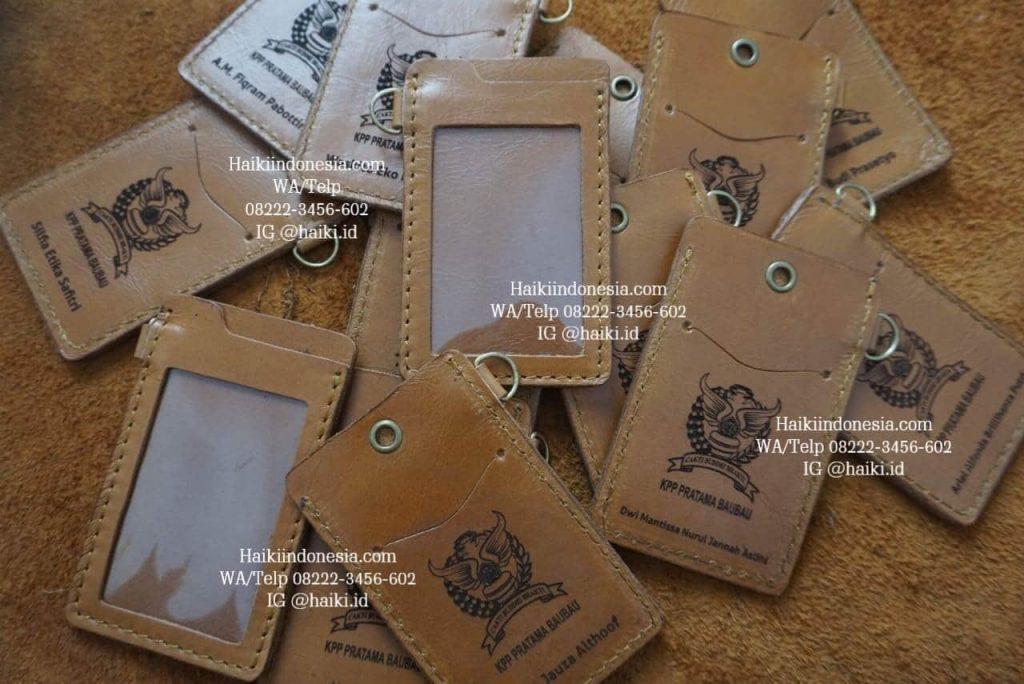 barang souvenir promosi perusahaan name tag kulit
