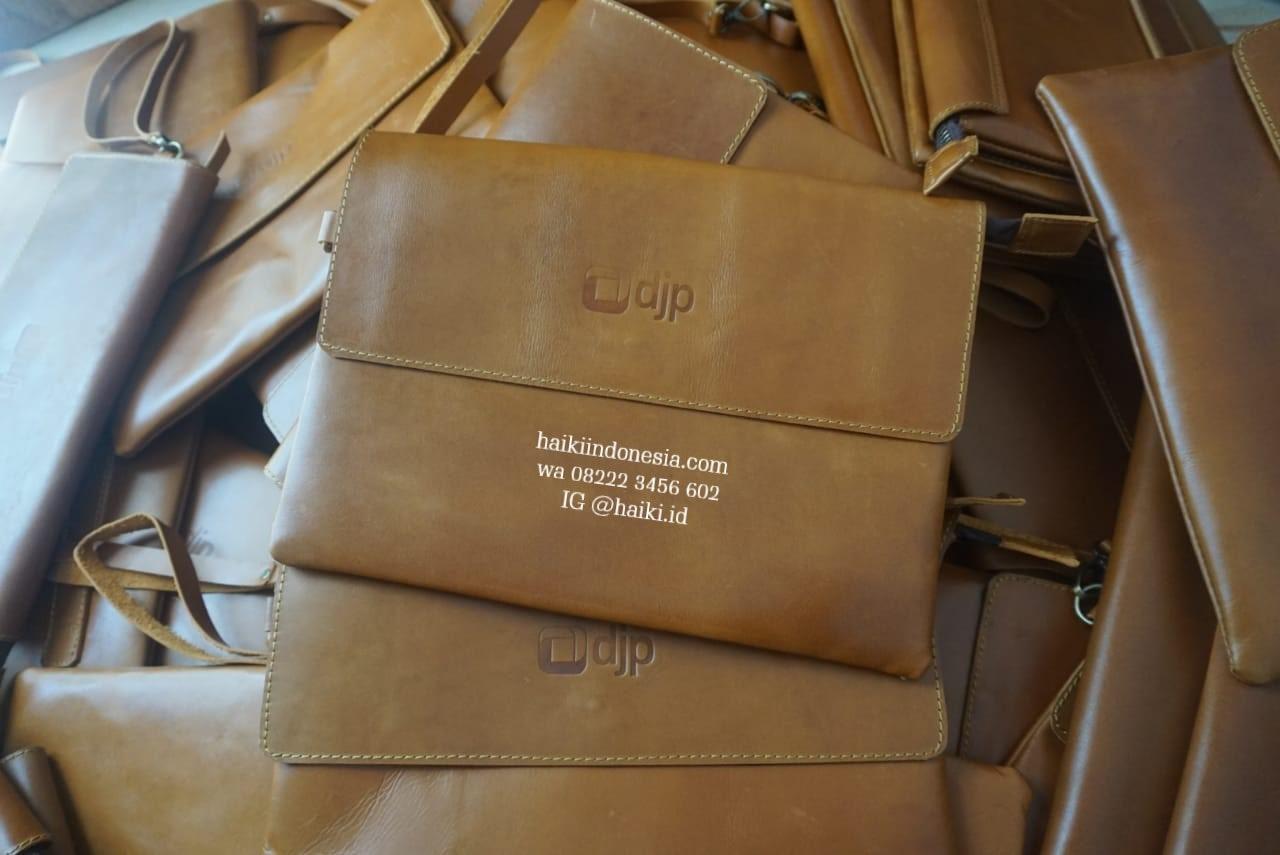 Souvenir Clutch Kulit Asli Kantor Pajak Baubau