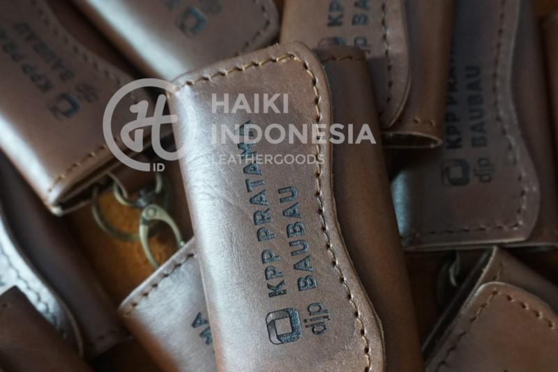 souvenir gantungan kunci kulit asli