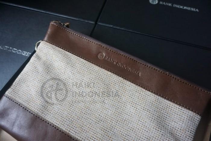 clutch kulit kombinasi canvas bank indonesia