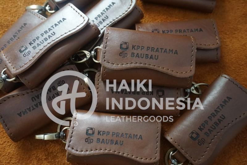 buat souvenir gantungan kunci kulit custom