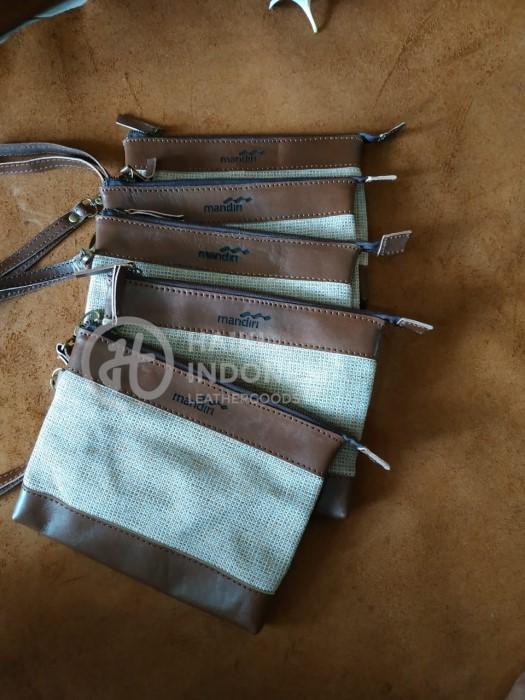 Souvenir Bank Mandiri tas clutch kulit goni