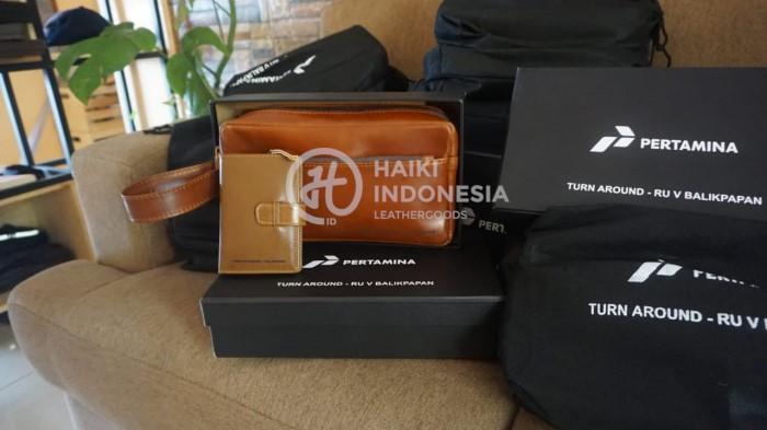 Contoh Barang Merchandise pouch bag kulit