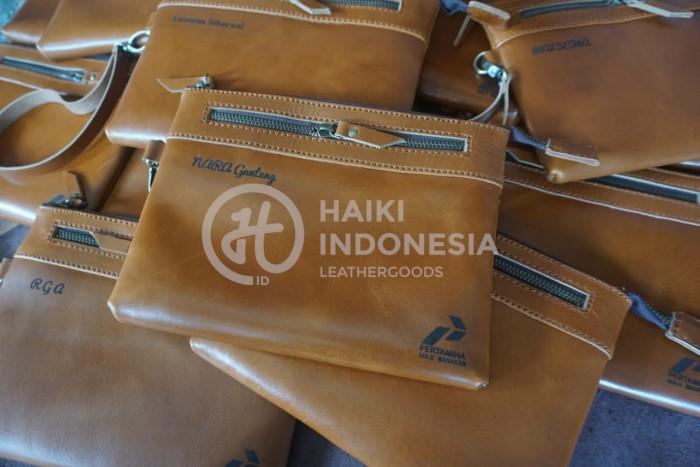 clutch bag kulit untuk souvenir di balikpapan