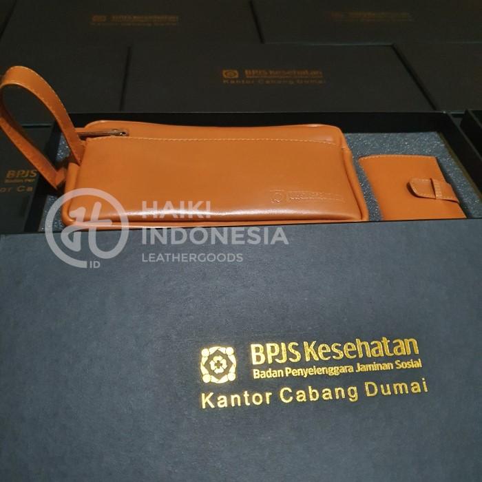 tas pouch kulit untuk souvenir peringatan anti korupsi